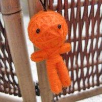 ハッピードール(ブドゥー人形) オレンジ (厄除け・厄払いのお守り)