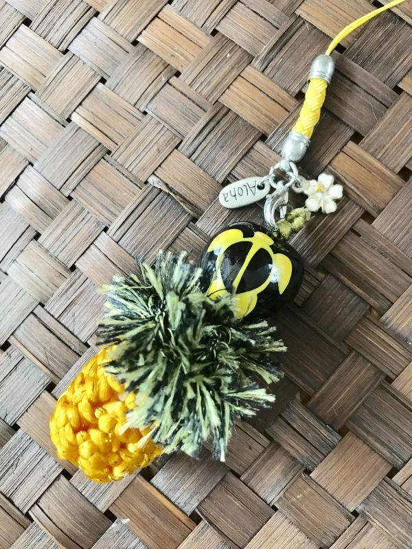 画像1: ハワイのお守り 魔除けと幸運☆ククイの実♥パイナップルストラップ ホヌ