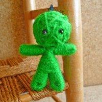 ブドゥー人形(ハッピードール) グリーン(受験・学業運のお守り)