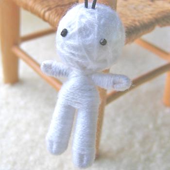 画像1: ハッピードール(ブドゥー人形) ホワイト (幸運を呼ぶお守り)