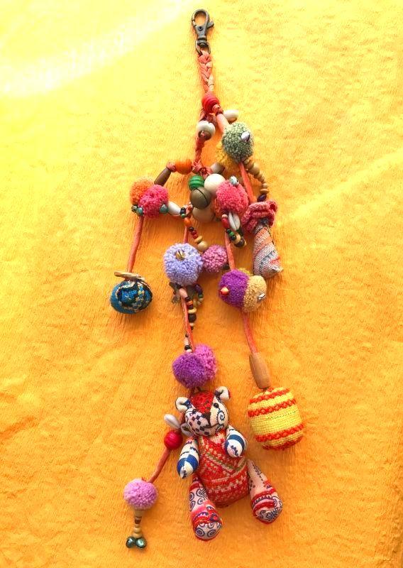 画像1: モン族の魔よけと幸運のテディベア 飾り