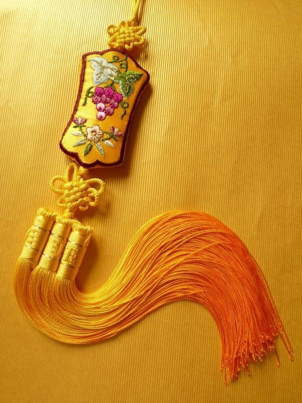 女性のためのお守り・幸福のノリゲ 葡萄 黄