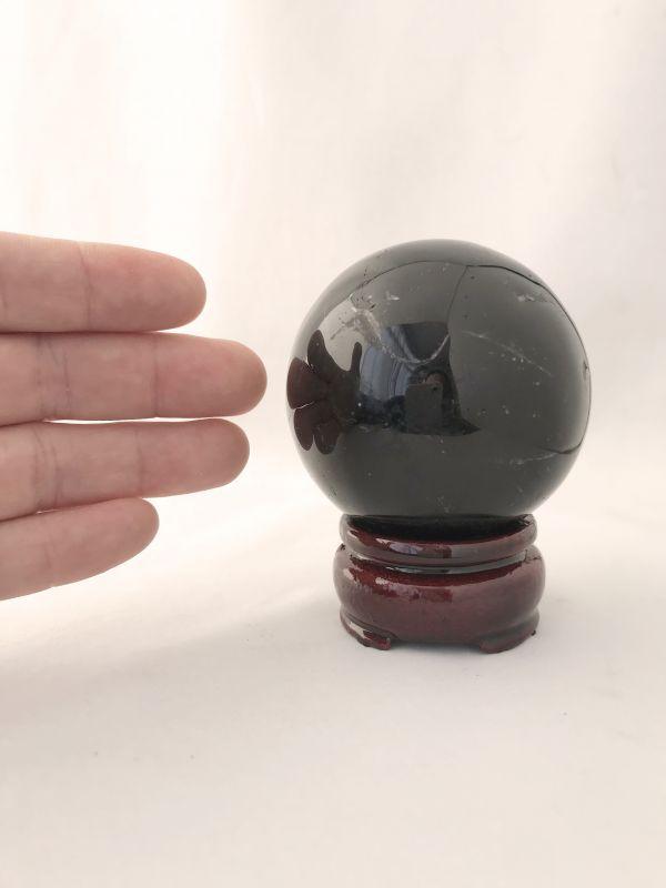 画像3: 最強の魔除け効果を持つ!陰気・邪気・殺気を鎮める!天然黒水晶  AAAモリオン 丸玉B