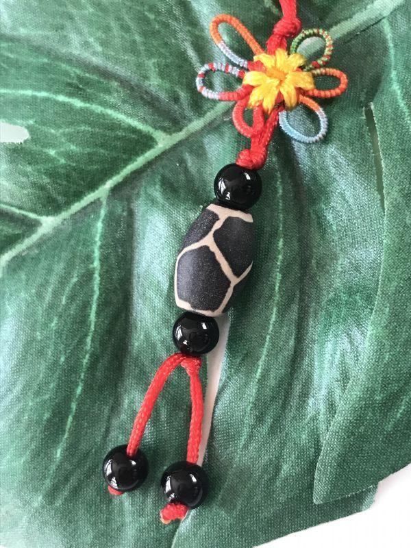 画像1: 健康運と病気防止 亀甲天珠 花結びストラップ