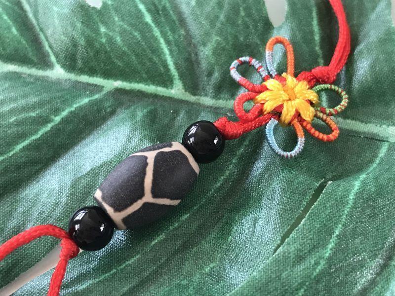 画像2: 健康運と病気防止 亀甲天珠 花結びストラップ