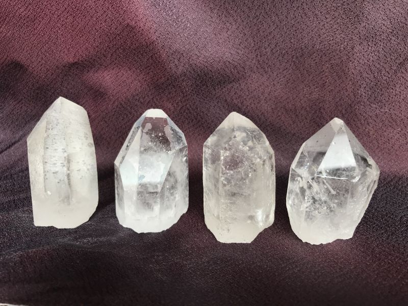 イメージ写真です。水晶ポイントの形状や色合いは全て異なります。