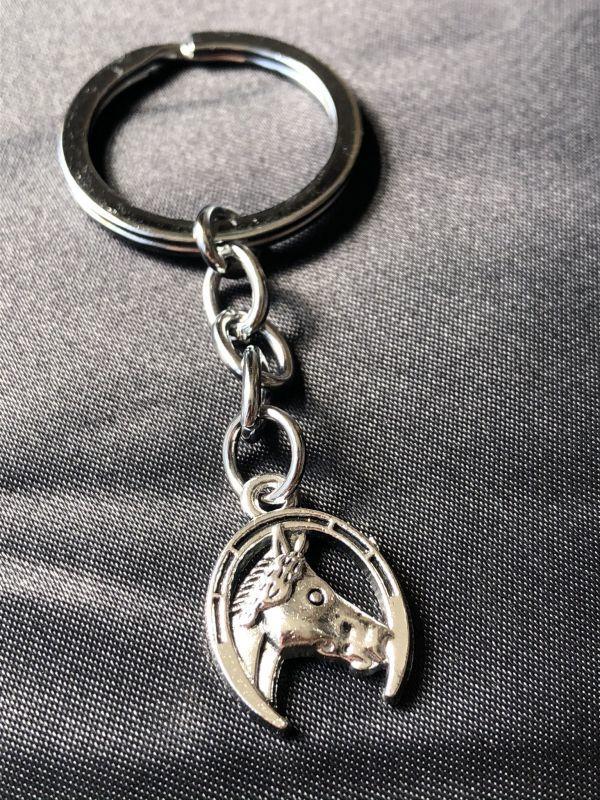 画像1: 勝利をもたらす!幸運と魔除けの馬蹄キーホルダー