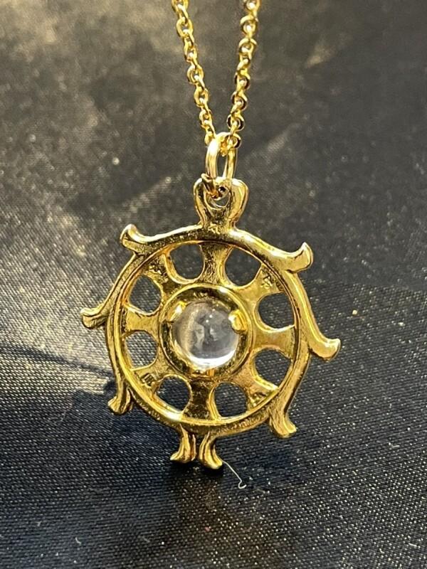 画像1: 邪を砕き幸運が回り続ける!法輪(ダルマチャクラ)&全てを浄化する水晶 ネックレス